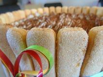 蛋糕提拉米苏点心,孩子的甜食 滑稽的传统意大利点心,创造性的想法 免版税库存图片