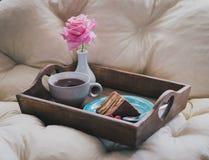 蛋糕新鲜的草莓茶 库存照片