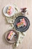 蛋糕樱桃奶油色冰 免版税库存照片