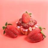 蛋糕樱桃草莓三 免版税库存照片