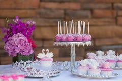 蛋糕流行音乐和杯形蛋糕 库存图片