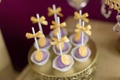 蛋糕流行音乐和杯形蛋糕 免版税图库摄影