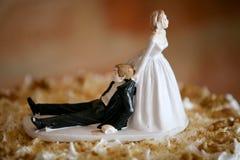 蛋糕滑稽的轻便短大衣婚礼 免版税库存照片