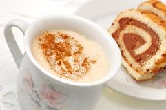 蛋糕热奶咖啡 库存图片