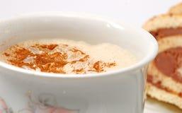 蛋糕热奶咖啡 图库摄影