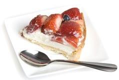 蛋糕片式草莓 免版税库存照片