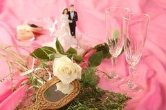 蛋糕玩偶玫瑰色婚礼 图库摄影