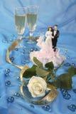蛋糕玩偶玫瑰色婚礼 库存图片