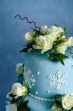 蛋糕玫瑰色婚礼冬天 免版税库存图片