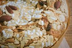 蛋糕用干果子和杏仁坚果 免版税库存图片