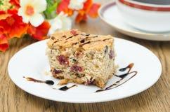 蛋糕用干水平蔓越桔和的核桃 库存图片