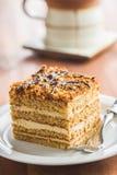 蛋糕用核桃和蜂蜜 免版税库存照片