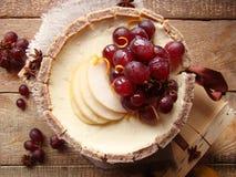 蛋糕用梨和奶油 图库摄影