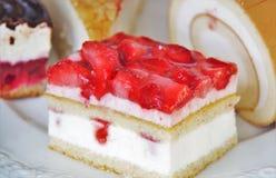 蛋糕用草莓 免版税图库摄影