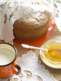 蛋糕由玉米面粉制成。减速火箭的样式。 免版税库存图片