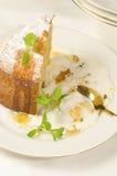 蛋糕由玉米面粉制成在板材 免版税图库摄影