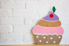 蛋糕由纸制成在白色背景 免版税库存图片