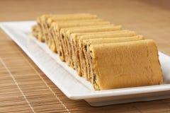 蛋糕盘果馅奶酪卷白色 免版税库存照片