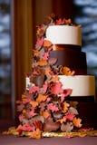 蛋糕秋天花梢主题的婚礼 库存照片