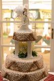蛋糕纵向婚礼 免版税库存图片