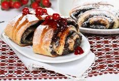 蛋糕罂粟种子 免版税库存图片