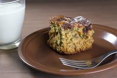 蛋糕自创蜂蜜 免版税库存照片