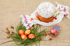 蛋糕色的复活节彩蛋 免版税图库摄影