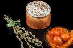 蛋糕色的复活节彩蛋 图库摄影