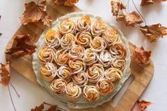 蛋糕苹果计算机玫瑰 库存照片