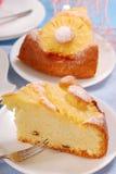 蛋糕菠萝葡萄干 免版税库存照片