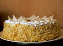 蛋糕蜂蜜切了 免版税图库摄影