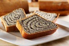 蛋糕被切的罂粟种子 免版税库存照片