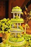 蛋糕装饰了四有排列的婚礼 库存图片