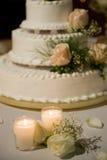 蛋糕装饰了表婚礼 免版税库存照片