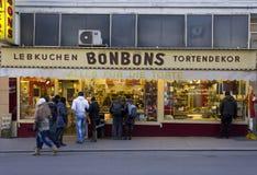 蛋糕设计窗口商店在维也纳 免版税图库摄影