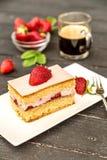 蛋糕部分草莓 库存图片