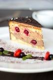 蛋糕酸樱桃的巧克力 免版税库存图片