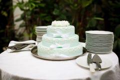 蛋糕绿色婚礼 免版税库存照片