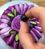 蛋糕黑莓果 免版税库存照片