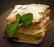 蛋糕mascarpone用乳酪和黑莓 免版税图库摄影