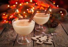 蛋黄乳传统圣诞节鸡蛋,香草兰姆酒 免版税库存图片