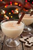 蛋黄乳传统圣诞节鸡蛋,香草酒精 图库摄影