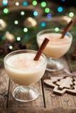 蛋黄乳传统christmass怂恿,挤奶,兰姆酒 库存照片