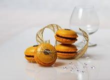 蛋黄乳macarons 库存图片