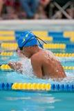 蛙泳满足青少年游泳的游泳者 免版税图库摄影