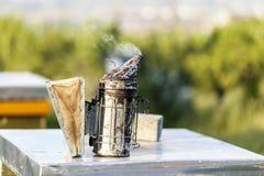 蜂吸烟者工具 免版税图库摄影