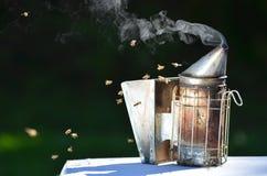 蜂吸烟者 免版税库存照片