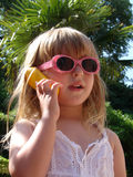蜂窝电话儿童女孩电话 库存图片