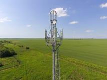 蜂窝电话塔 传递的多孔和流动信号设备 图库摄影