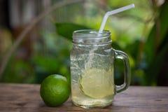 蜂蜜和柠檬苏打 免版税图库摄影
